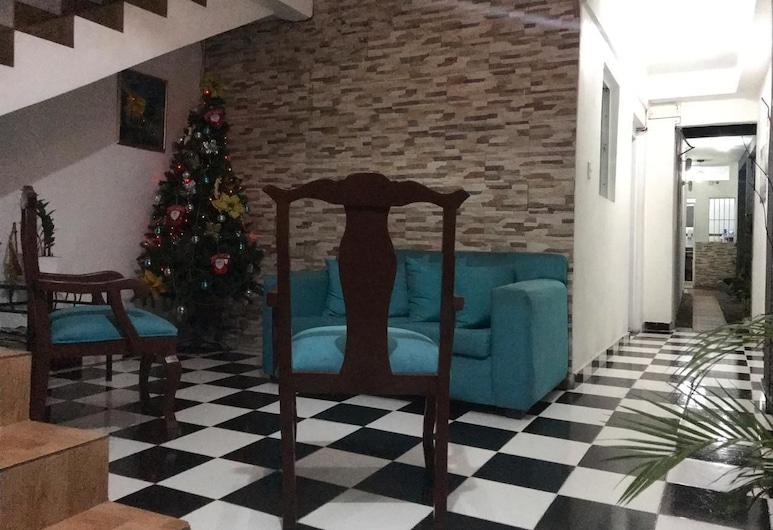 Aarony House, Santo Domingo