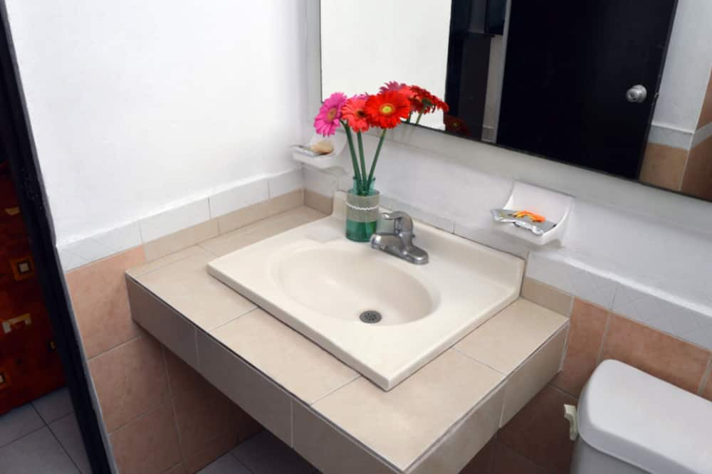 Basic Triple Room, 2 Bedrooms - Bilik mandi