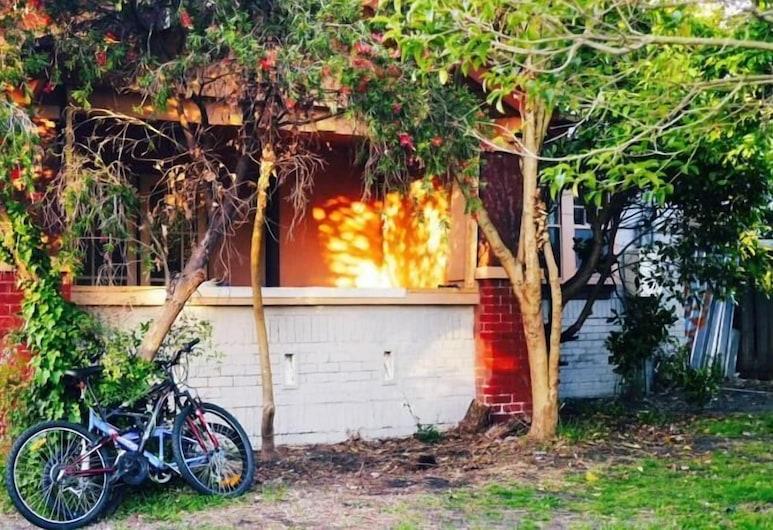 St Kilda East backpackers' hostel, St. Kilda East