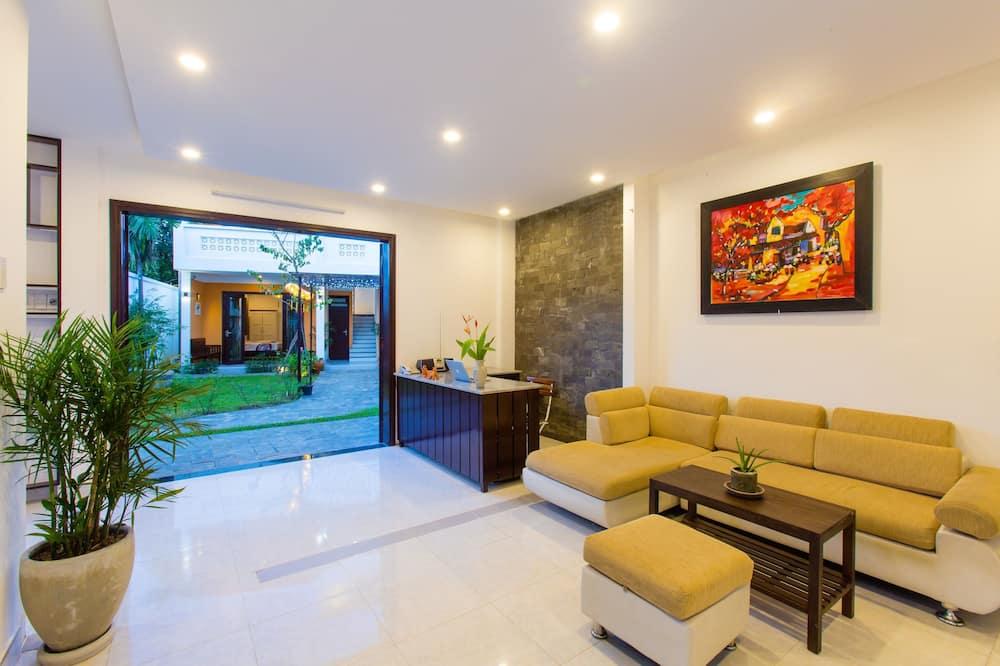 Trojlôžková izba, výhľad na bazén - Obývacie priestory