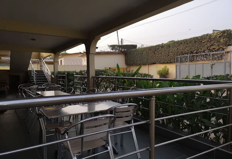 The Golden Apple Guest House, Accra, Property Grounds
