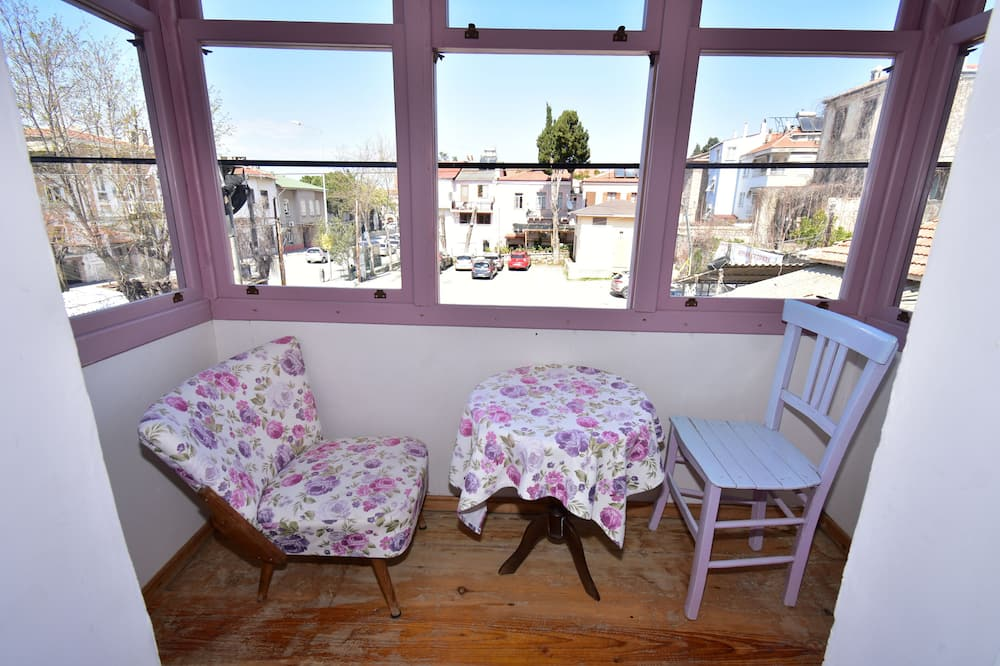 Double Room, Partial Sea View (Purple) - Living Area