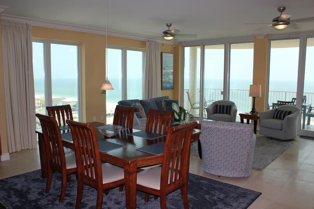 Condo, 4 Bedrooms, Balcony, Beach View (4.5 Bathrooms) - In-Room Dining