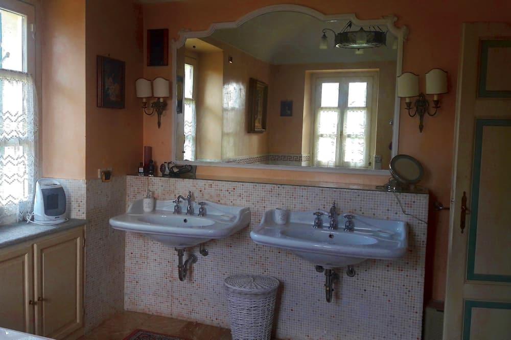 Suite, Pool View - Bathroom