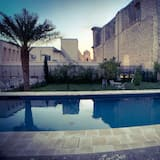 Luxury Condo, 1 Queen Bed, Pool Access, Pool View - Guest Room