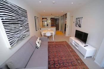 Trendy Two Bedrooms City Apartment