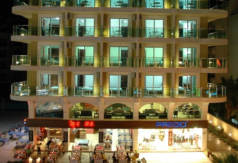 Alkan Hotel, Marmaris, Viešbučio fasadas vakare / naktį