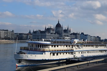 Picture of Grand Jules - Boat Hotel in Budapest