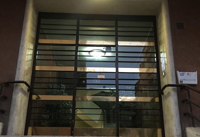 다미아니 & 시스터 게스트 하우스, 로마, 호텔 입구