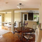 Suite, 2 Bedrooms, Lake View, Lakeside - In-Room Dining