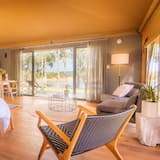 Luxury Cabin, 1 Bedroom, Lake View, Lakeside - Living Area
