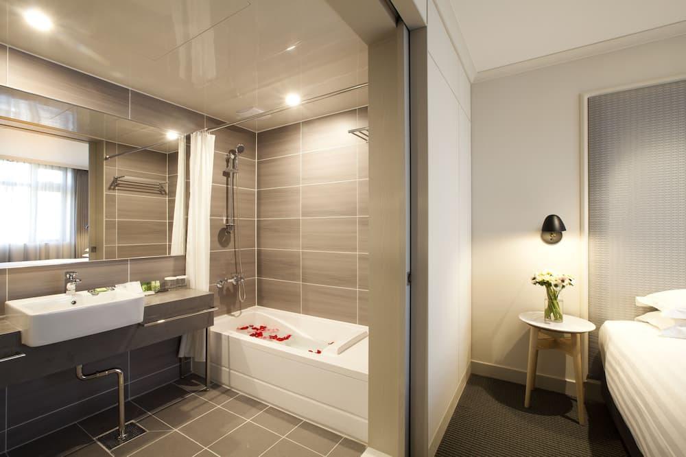 Junior Studio - Bathroom