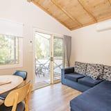 Shoalhaven Deluxe Cabin (Double + Single Bunk)  - Living Area