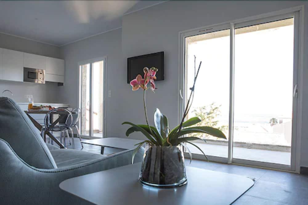 شقة سوبيريور - غرفتا نوم - غرفة معيشة