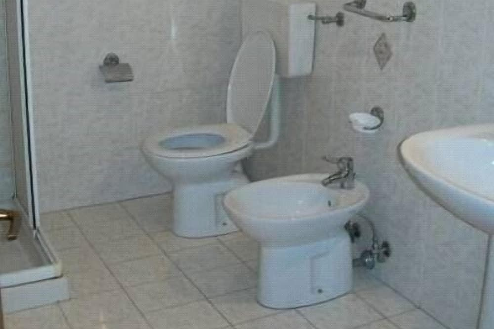 Double or Twin Room, Accessible - Bathroom