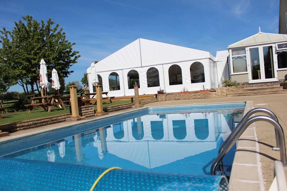 Izba typu Superior s dvojlôžkom alebo oddelenými lôžkami, výhľad na záhradu - Vonkajší bazén
