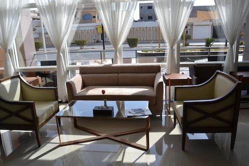 貝斯特韋斯特普拉斯布賴代酒店/