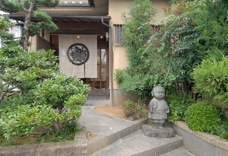 嵯峨一休飯店, Kyoto, 飯店入口