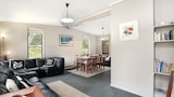 Choose this Apartment in Rye - Online Room Reservations