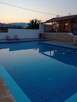 תמונה של Karmi Studios & Apartments בPlatanias