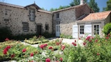 Reserve this hotel in Poiroux, France