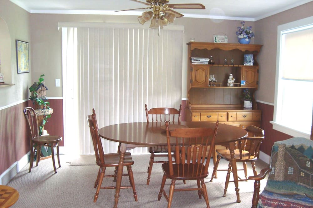 Standard Cabin, 4 Bedrooms, Non Smoking (The Ramsay House Ramsay, MI) - In-Room Dining
