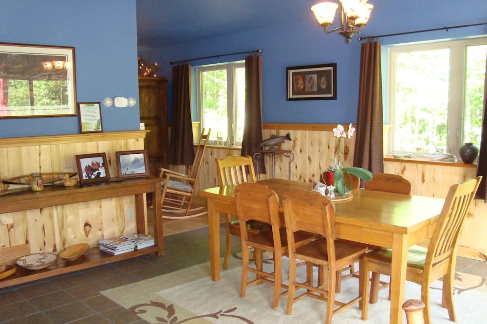 Deluxe House, 2 Bedrooms, 2 Bathrooms (Bear Cabin on Wolverine Trails) - In-Room Dining