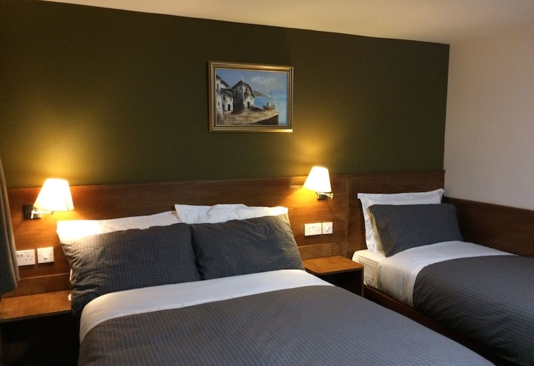 Crosshill House, Glasgow, Deluxe Triple Room, Guest Room