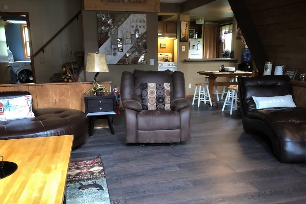 Chalet, 3 Bedrooms, Hot Tub (Chalet Du Lapin Big Powderhorn) - Living Area