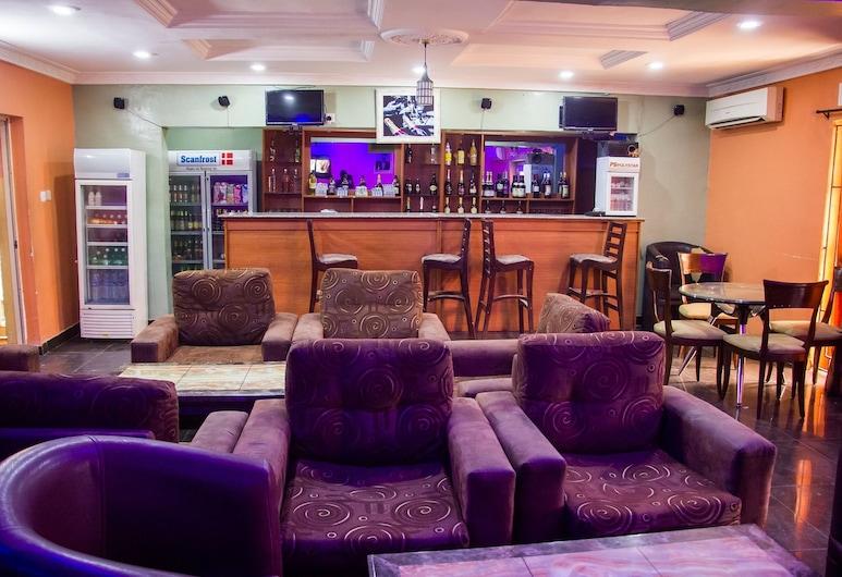11 月 5 日飯店, 拉各斯, 飯店內酒吧