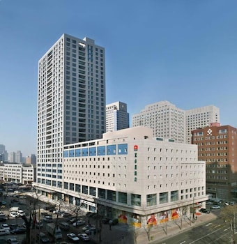 Picture of Ibis Dalian Zhongshan Square Hotel in Dalian