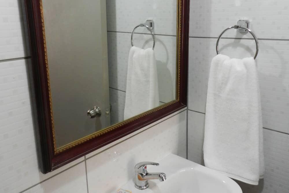 Išskirtinio tipo studija, 1 miegamasis, atskiras vonios kambarys, pirmas aukštas - Vonios kambarys