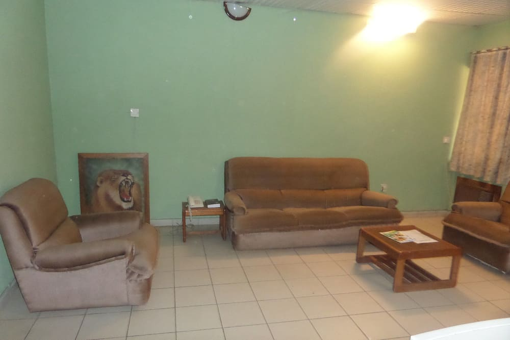 Executive Room, 1 King Bed, No View - Living Area