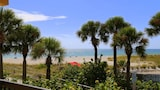 Foto do 239 at Surf Song Resort by RedAwning em Madeira Beach
