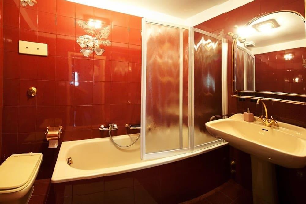 Premium Quadruple Room, Ensuite (Veneziana) - Bathroom