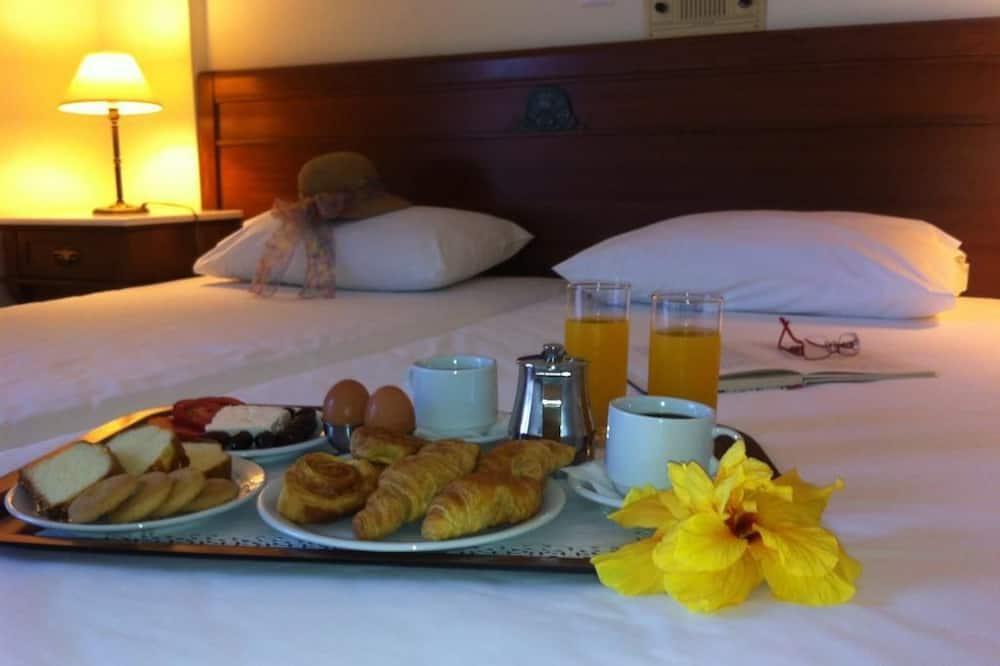 שירות חדרים - ארוחות