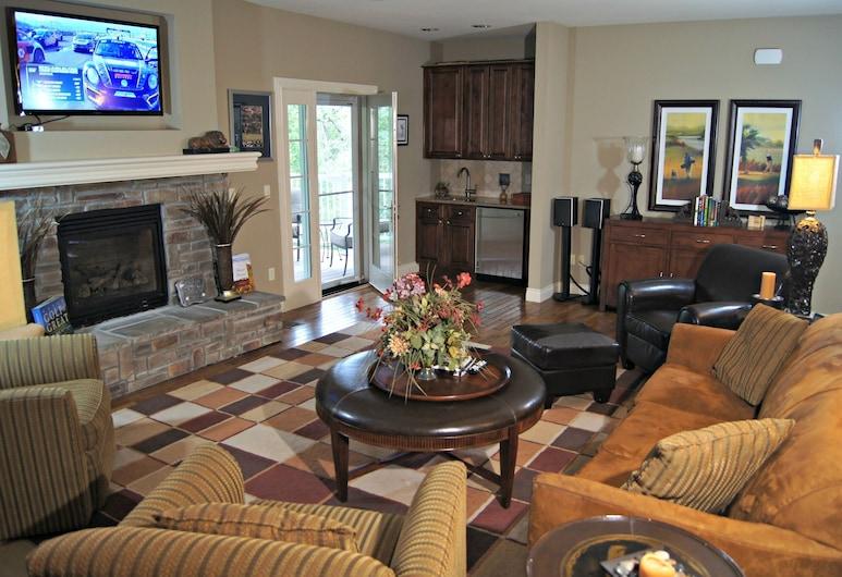 Branson Nightly Condos, Branson, Luxury Villa, 4 Bedrooms, Accessible, Living Room