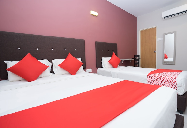 OYO 889 Hotel Cherita rooms, Kuantan, Superior Suite, Multiple Beds, Guest Room