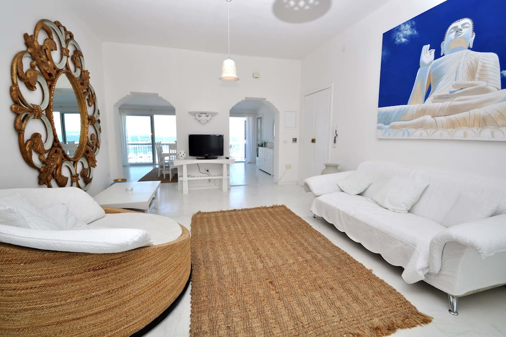 Apartment, 3 Bedrooms, Sea View (Corso Roma) - Living Room