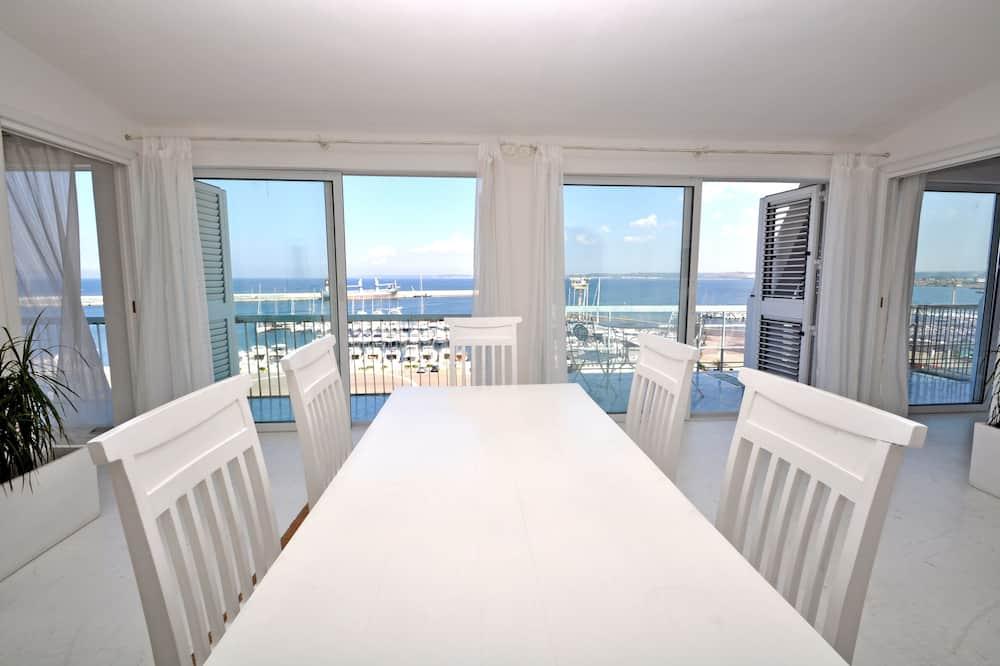 Apartment, 3 Bedrooms, Sea View (Corso Roma) - Living Area