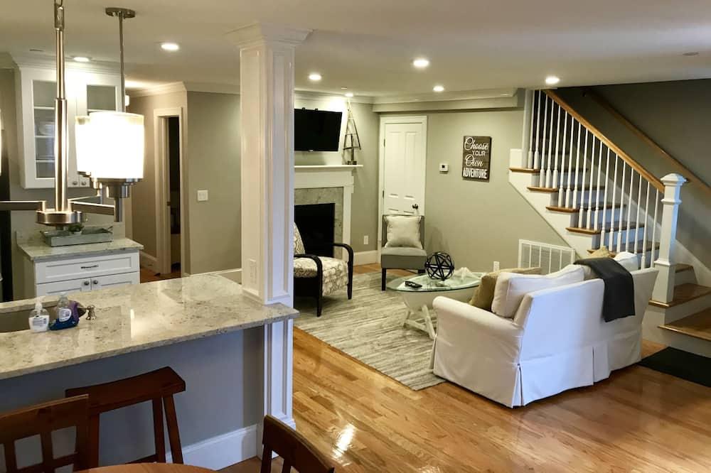 شقة سوبيريور - غرفتا نوم - بمطبخ - منطقة المعيشة