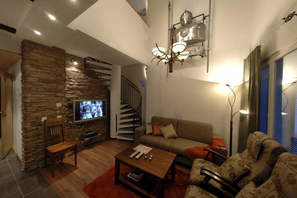 Luxury Apartment, 3 Bedrooms, Sauna, Bed Linens Available for Extra Cost - Living Room