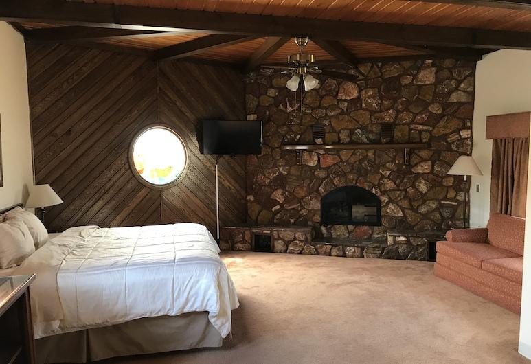 Pictured Rocks Inn & Suites, Munising, Suite, 1 kingsize-seng, peis, Gjesterom