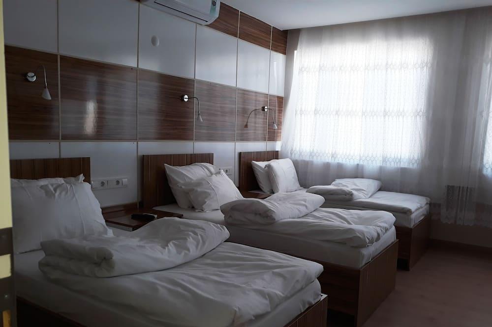 Quarto Quádruplo Comfort, várias camas, Casa de Banho Privativa, Vista Cidade - Quarto