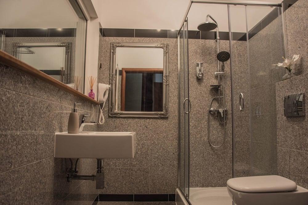 Kambarys šeimai, atskiras vonios kambarys - Vonios kambarys