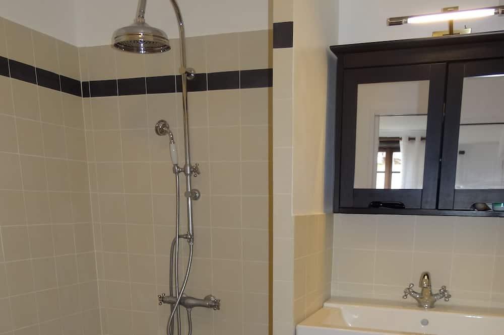 Double Room, Accessible (La classique) - Bathroom Shower