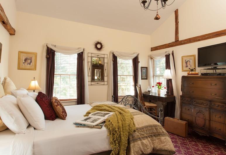 A Butler's Manor, Southampton, Oak Knoll: Queen w/ Private Bath, Guest Room