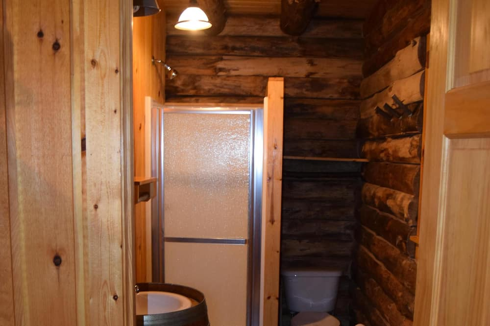 Standard Kulübe, Banyolu/Duşlu, Göl Manzaralı (Knotty Cabin) - Banyo