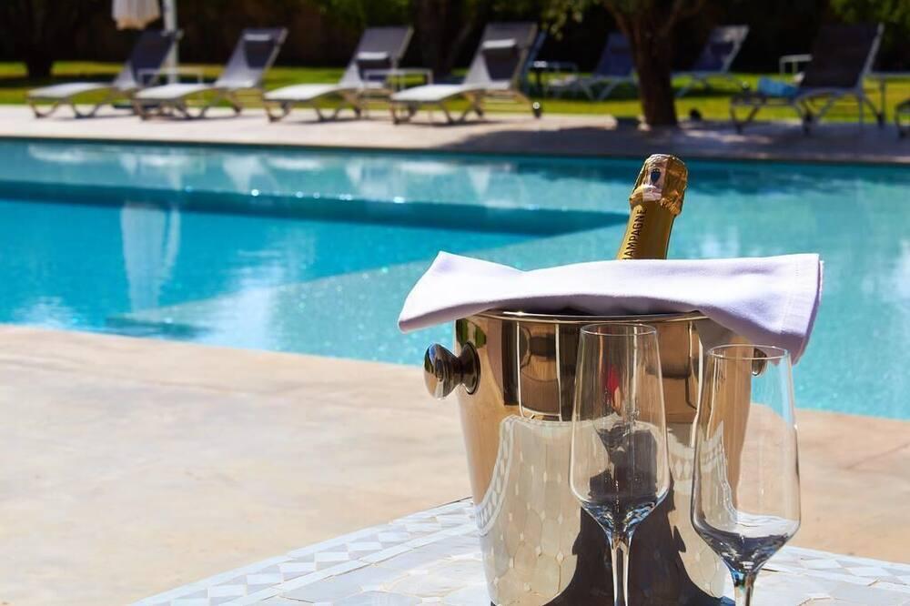 Bar pri bazéne