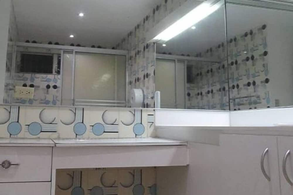 One bed in shared dormitory with shared bathroom - 浴室